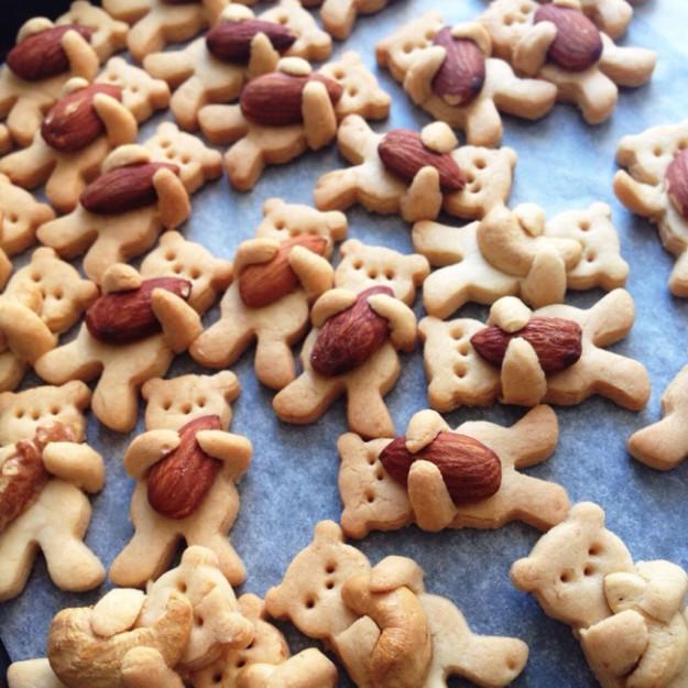 8095260-R3L8T8D-650-cute-hugging-bear-cookies-maa-tamagosan-13