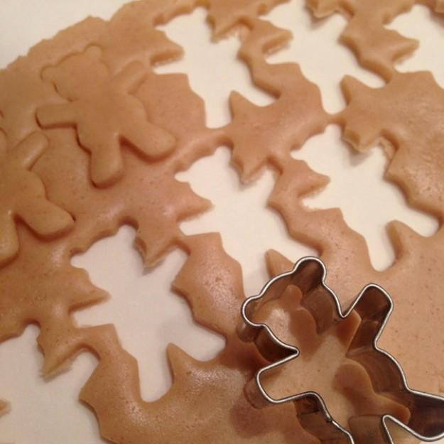 8095610-R3L8T8D-650-cute-hugging-bear-cookies-maa-tamagosan-1