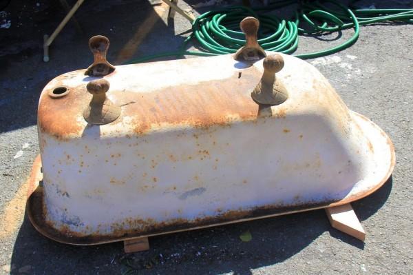 диван из старой ванный