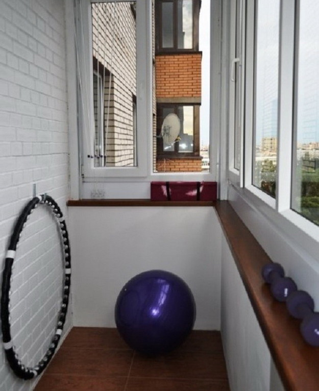 Как переделать балкон в кухню, спальню или детскую, преимуще.