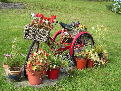 Старый велосипед как элемент декора