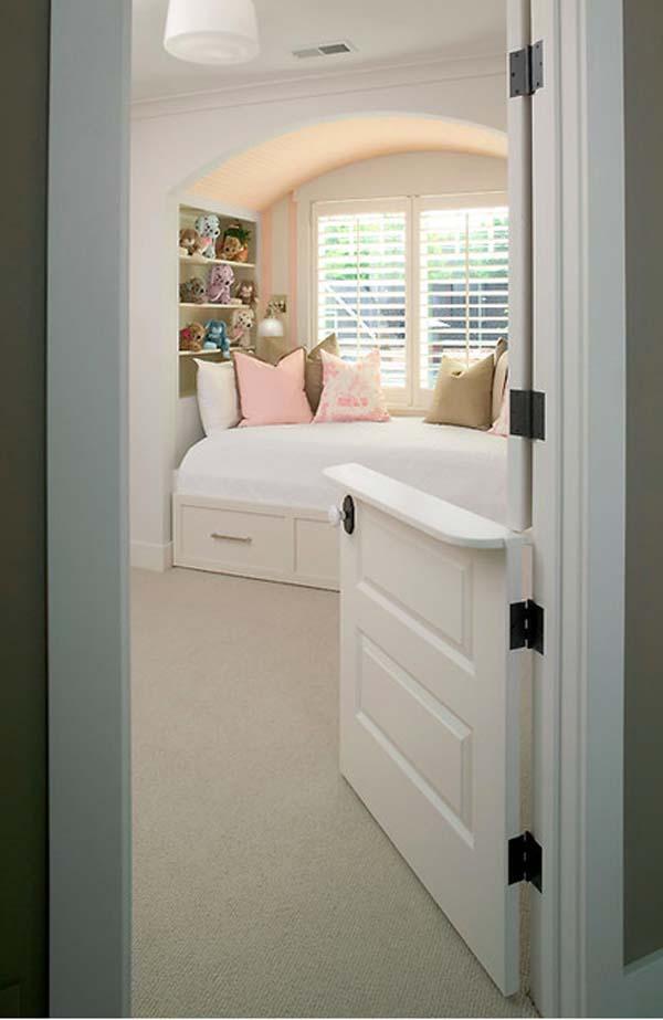 Дверца для маленького ребенка