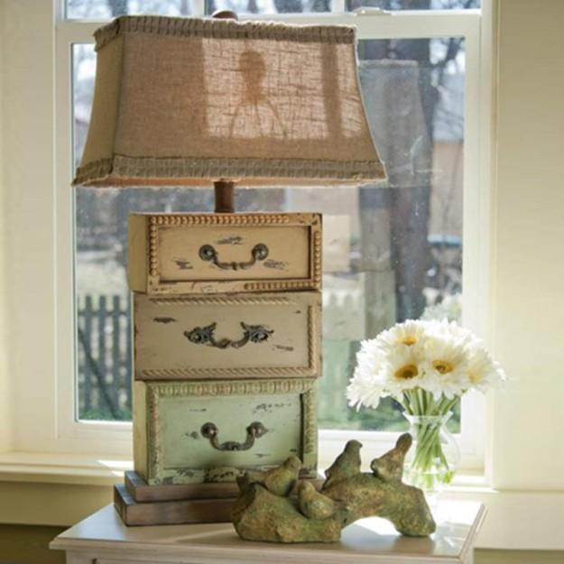 Лампа из маленьких ящиков